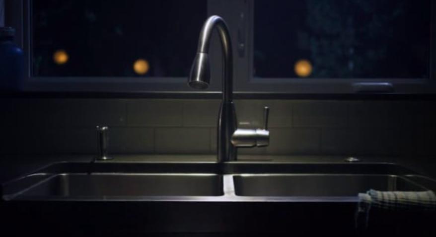 """TELUS Optik Netflix Promotion """"Faucet"""""""